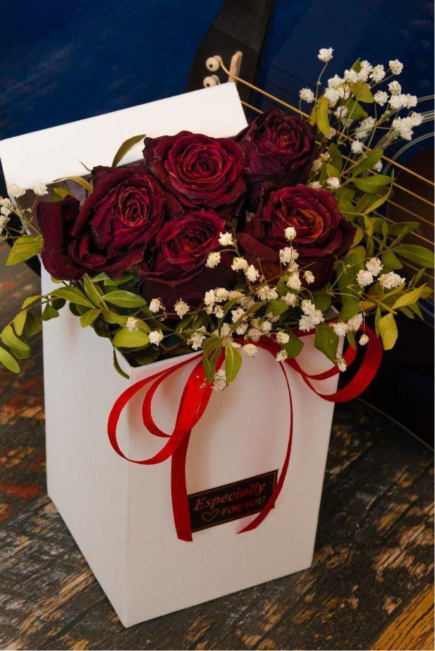 bouquet di fiori regalo in scatola