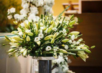 Composizione floreale per matrimonio in chiesa