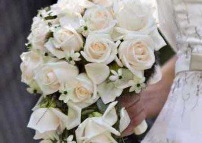 mazzo di fiori per sposa realizzato da il fiore all'occhiello